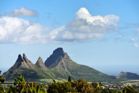 Mountain view  Trois Mamelles  in Mauritius, view form Curepipe Imagens - 19561540
