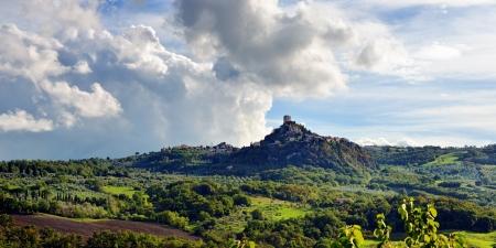 Idyllic  Tuscan landscape near Pienza, Vall d photo