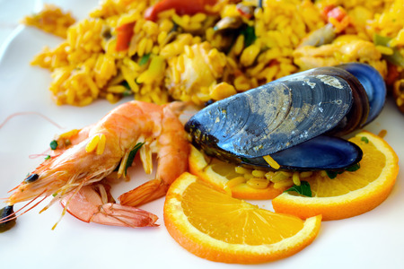 marisco: Traditional spanish seafood paella rice on the plate