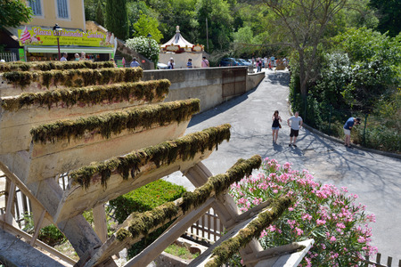 fontaine: PROVENCE, FRANCE - JUL 8, 2014: Medieval Village Fontaine de Vaucluse on the river shore. The poet Petrarch made it his preferred residence in the 14th century Editorial