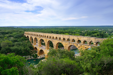 Pont du Gard is an old Roman aqueduct near Nimes in Southern France Imagens - 31287005