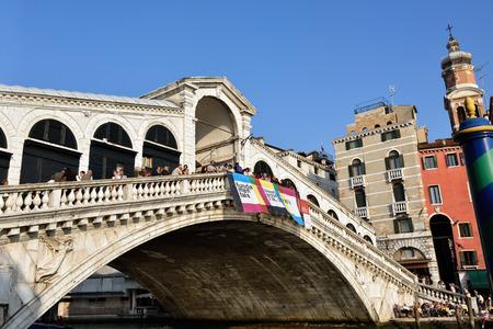 rialto bridge: VENICE,ITALY-SEPT 25, 2014: The Rialto Bridge  (Ponte Di Rialto) with tourists in Venice. This bridge is the oldest bridge accross the Grand Canal in Venice.