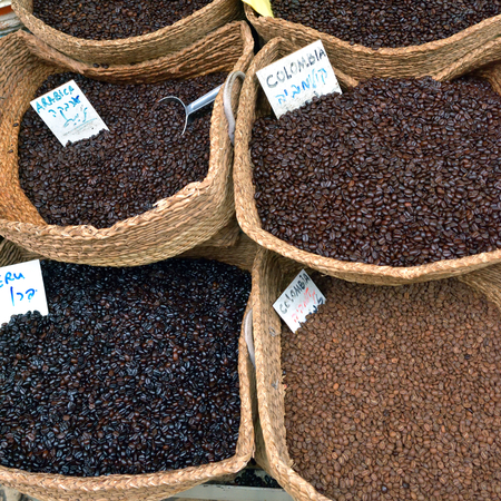 Assorted coffee beans in bags at arabian street market in Jerusalem, Israel Imagens