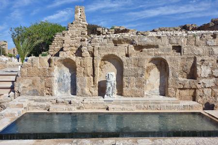 escultura romana: Escultura helen�stica en el Parque Nacional de Cesarea Mar�tima, ciudad romana antigua, Israel
