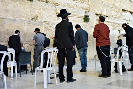 worshipers: JERUSALEM, ISRAEL - MARCH 29, 2015 : Jewish worshipers pray at Wailing Wall in Jerusalem, Israel