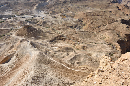 siege: The archaeological site of Masada. View from fortress at the roman military camp F, E and siege ramp built the Legio X Fretensis during the siege operation in 72 C.E.