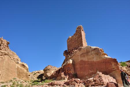 sacrificio: Petra, Jordania - ABR 02, 2015: El punto m�s alto de Petra - un lugar de sacrificio. Petra sitio arqueol�gico - patrimonio de la humanidad