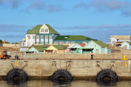 fischerei: Luderitz - 26. Januar 2016: Meeresforschungsinstitut des Ministeriums f�r Fischerei in L�deritz bei Sonnenuntergang gezeigt wird, ist L�deritz eine Hafenstadt im S�dwesten von Namibia Editorial