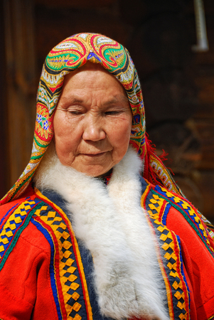 YAMAL, RUSSIA - AUG 27, 2009: Small peoples of the Russian North. Yamal-Nenets Autonomous District. Senior khanty herder woman in national dress shown outdoor Redakční
