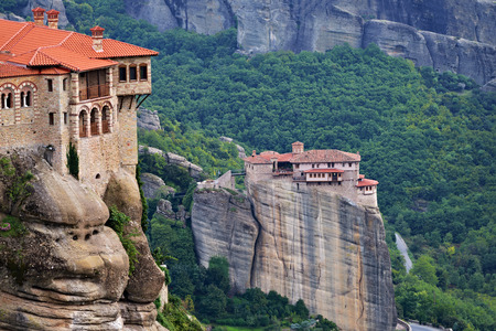 kalambaka: Meteora monasteries. Beautiful evening view on the Holy Monastery of Varlaam placed on the edge of high rock,  Roussanou Monastery on background. Kastraki, Greece Stock Photo