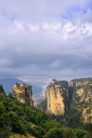 kalambaka: Meteora monasteries. Beautiful view on Monastery of the Holy Trinity placed on the edge of high rock at sun rises, Kastraki, Greece