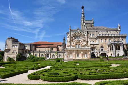 포르투갈에서 Luso 근처 중세 Bussaco 궁전입니다. 1628 년 수녀원으로 지어진 궁전