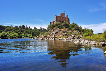 View of the beautiful Almourol castle located on a small island on the middle of the Tagus river, Portugal 新聞圖片
