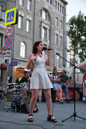 Moscow, Russia - June 23, 2018: Girl street singer performs in the street in Moscow during World Cup 2018, FIFA world cup, Mundial 2018 Stok Fotoğraf - 103975052