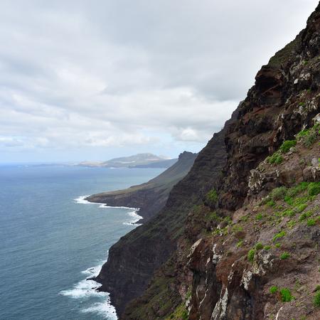 Rocky atlantic coastline in the west part of Gran Canaria island, Spain Foto de archivo - 104623586