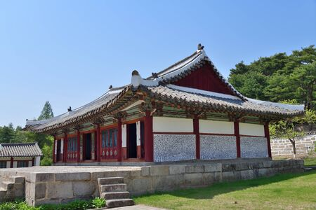 Confucian educational facility of the Koryo dynasty. It opened in 992. The institution consists of the Taesong Temple, Myongnyun Hall and 20 other buildings Reklamní fotografie