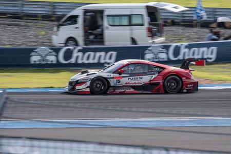 gt: Burirum, Thailandia - 21 giugno: Oliver Turvey di Drago Modulo Honda Racing in Super GT gara 66 giri a 2015 Autobacs SUPER GT Round 3 Buriram SUPER GT RACE il 21 giugno 2015 a Burirum, Thailandia.