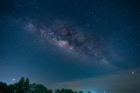 Foto de archivo - Un cielo lleno de estrellas de la vía láctea Foto de archivo