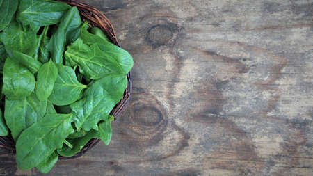 spinach on a wooden background. view from above. Copy space banner. flat lay 版權商用圖片