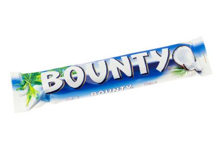 bounty: Arad, Rumania - 15 enero 2012 Bounty chocolatina estudio tiro, aislado en el fondo blanco Editorial