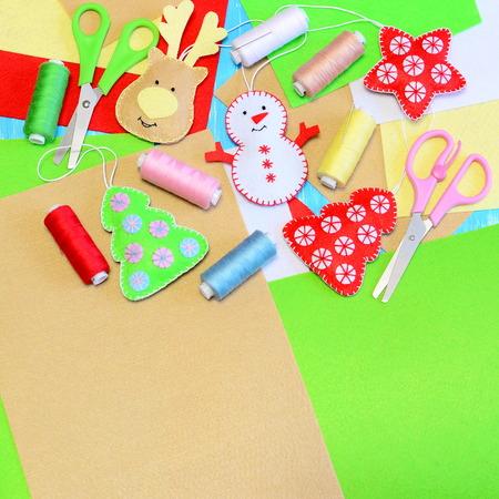 Felt Adornos De Navidad. Muñeco De Peluche De Fieltro Relleno ...
