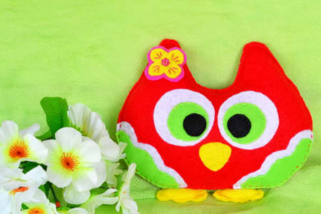 Handmade felt colorful owl toy. Easy kids crafts. Cute toy. Easy hand sewing for kids simple craft ideas. Felt owls diy ideas. Felt crafts patterns owl. DIY sewing animals stuffed toys