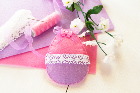 needle laces: Easter egg ornament made out of felt. Easter egg DIY idea Stock Photo