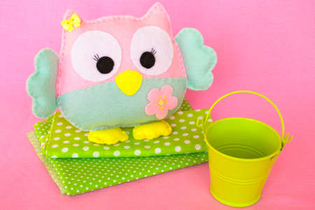 Cute felt owl toy. Simple felt sewing crafts for kids. Birds diy kids craft projects. Easy sewing toys for kids idea. Handicrafts for kids children