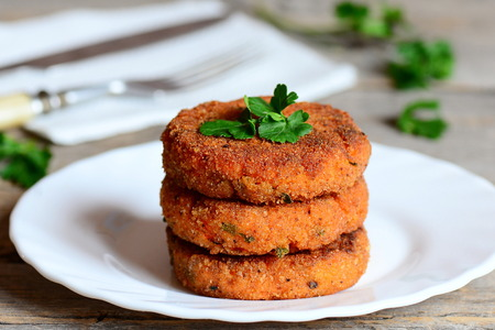 Homemade carrot burgers on a plate. Delicious carrot burgers with green onions and parsley. Closeup 版權商用圖片