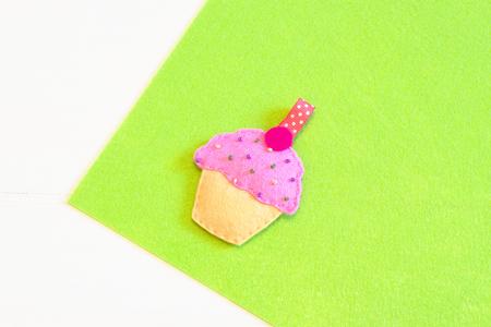 Handmade felt cupcake toy - hoe maak je een cupcake speelgoed handgemaakt