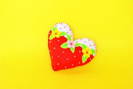 Handmade felt heart - symbol of Valentines Day, beautiful heart handmade. Valentines day homemade crafts. Valentines day crafts. Valentines day crafts for preschoolers. Cute homemade valentines day gifts Stock Photo