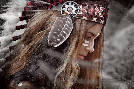 cazador: Cazador de la mujer india
