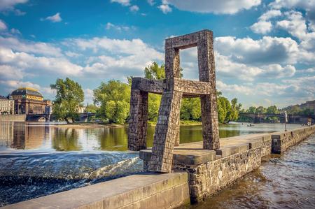 praga: Chair on Vltava. Praga.