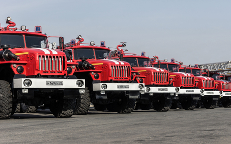 KHABAROVSK, RUSSIA, JULY 31, 2014: Several fire Trucks lined up at the field. 新聞圖片