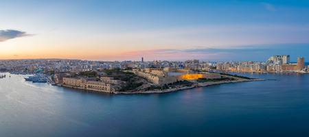 panoramic view: Panoramic view of Malta and Fort Manoel from Valletta at blue hour - Malta Stock Photo