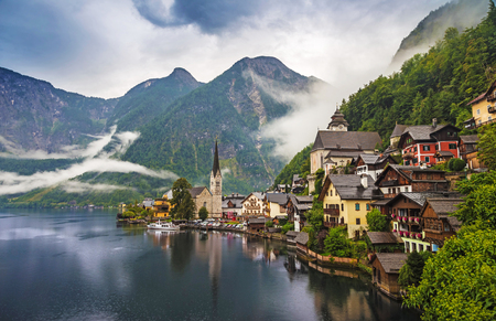 Hallstatt on a cloudy morning - Austria 版權商用圖片
