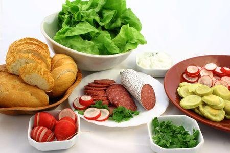 Lote de frescos ingredientes del sandwich en poner en tazones y platos  Foto de archivo - 664601