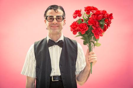 花の愛の肖像画を持つオタク男 写真素材