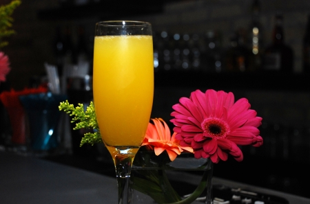 alcoholic beverages: flowers decorate this bar and champagne Stock Photo