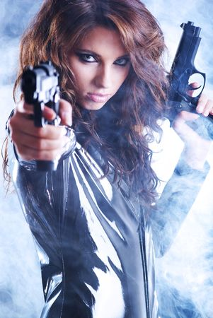 firearms: Sexy mujer con arma de fuego con humo Foto de archivo