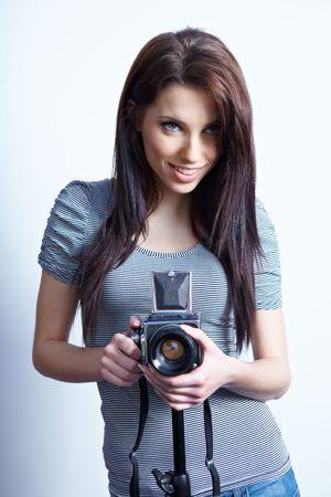 aficionado: Mujer hermosa joven con c�mara Foto de archivo