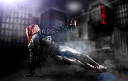 tumbas: pistola de explotaci�n de hermosas sexy girl. Fondo de humo  Foto de archivo