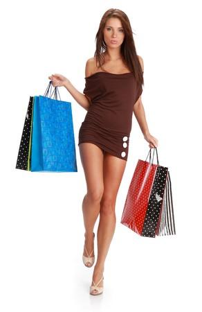 chicas comprando: Beautiful, joven, mujer con coloridos bolsas de compra en su mano