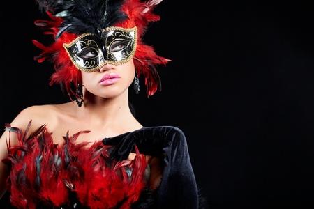giullare: giovane donna sexy nella maschera di met� del partito viola. pu� essere utilizzato per moda trucco concetto  Archivio Fotografico