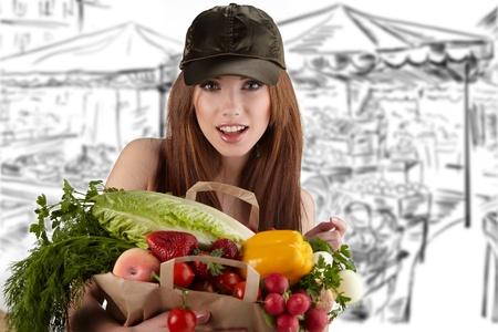 donna in possesso di un sacchetto pieno di cibo sano. shopping.