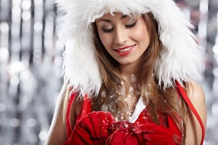 dona: La señora hermosa. Papá Noel con un regalo