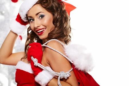 sexy santa m�dchen: Portrait der sch�nen sexy M�dchen tragen santa claus Kleidung