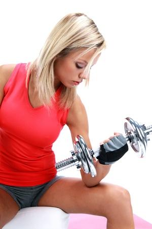 levantando pesas: Una foto de una mujer levantando un peso
