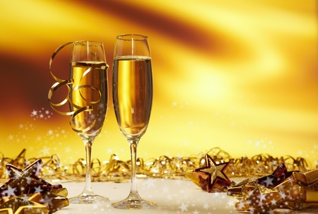 saúde: Champagne glasses ready to bring in the New Year
