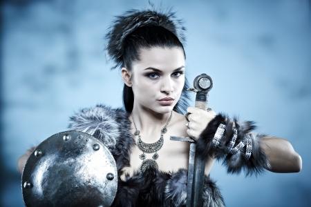 savaşçı: Savaşçı kadın. Fantezi moda fikir.